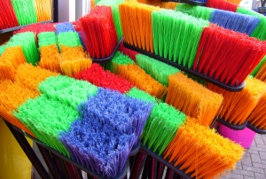 brooms_sweeping_household_1
